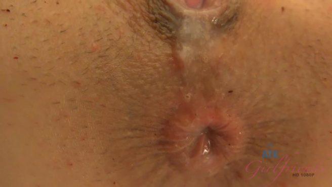 Парень трахает девушку в позе наездницы и дает ей отсосать свой горячий пенис #10