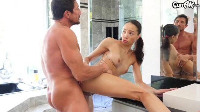 Мексиканка сквиртует в ванной то от дрочки, то от толстого члена соседа #9