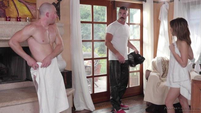 Массажистка помыла член клиента в душе и дала ему на надувном сером матрасе #10