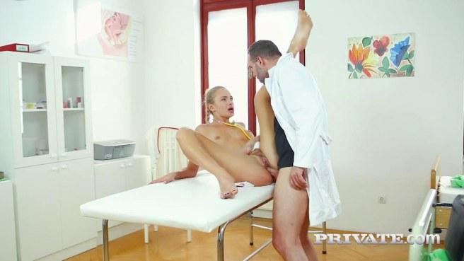 Медсестра соснула член доктора и приняла его между ног в писечке #6