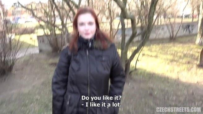Мужик натягивает раком сисястую чешку и снимает приватное видео #1