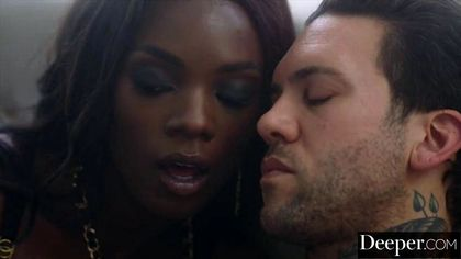 Женатик ставит рога супруге с темнокожей девушкой на шпилях #5