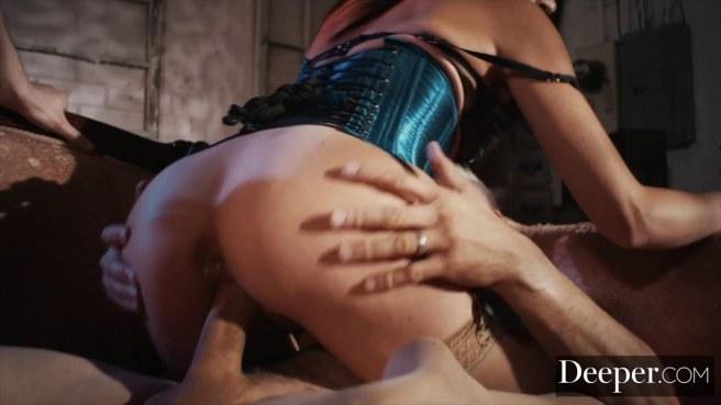 Двое зрелых мужиков после работы ебутся с секретаршей в корсете #4