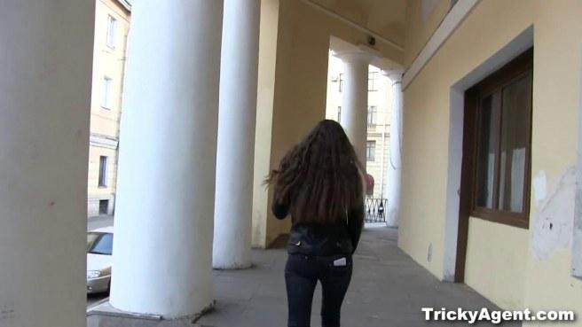 Актриса во время кастинга сосет хер режиссера и дает без гондона в писю #2