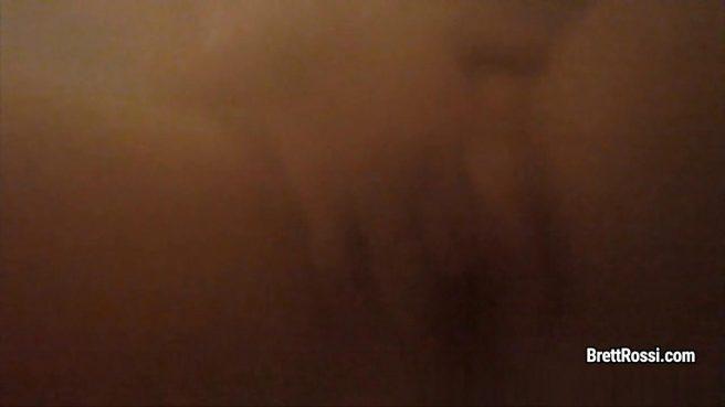 Матюрка в ванне гладит ладонями торчащие крупные сиськи и пилотку #5