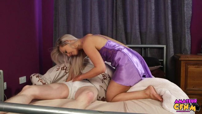 Девка в фиолетовой ночнуше отсасывает спящему парню большой хер #2