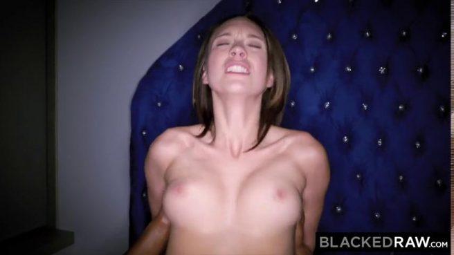 Негр получает перед сном минет и ебет белую жену в растянутое влагалище #6