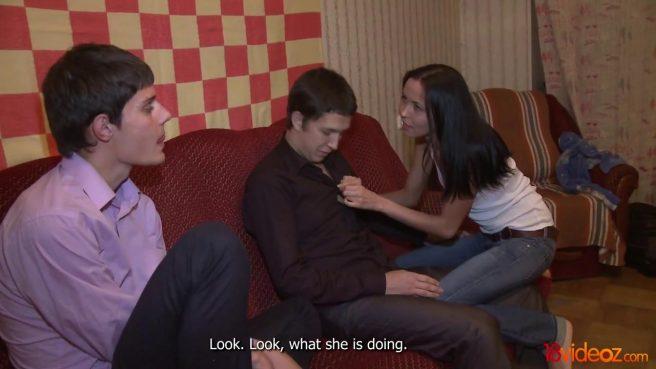 Пацан в фиолетовой рубашке смотрит на секс-измену жены с коллегой #2