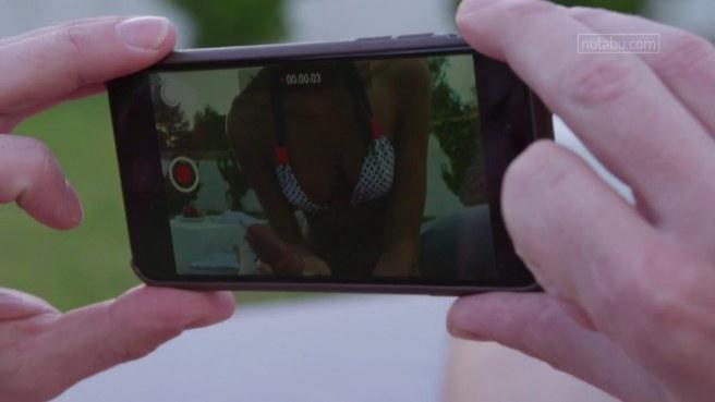 Мужик фотографирует ротик девушки во время минета на зеленой лужайке #3