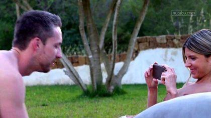 Мужик фотографирует ротик девушки во время минета на зеленой лужайке #5