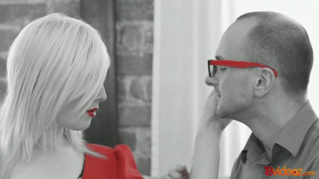 Женатик соблазнил младшую сестру супруги в красном платье и красиво выебал на диване #1