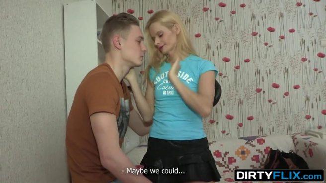Тренер связал парня и начал жестко натягивать его худую возлюбленную на бритый хрен #2