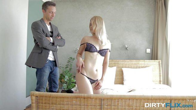 Блонди с утра встретилась в спальне с высоким пацаном и насладилась его бритым членом #2