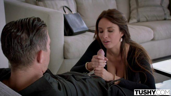 Седой мужик вылизал девушке писю и нежно ввел пенис ей в теплое очко #3