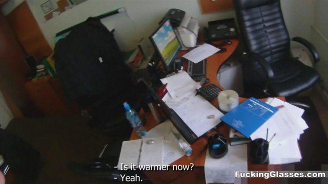 Рыжая студентка в одежде ебется рачком с программистом и кончает #3