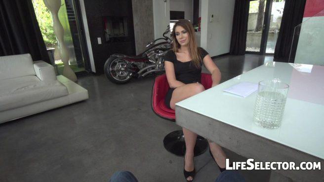 Девушка-модель проходит успешно кастинг в доме дизайнера и глотает сперму после секса #2