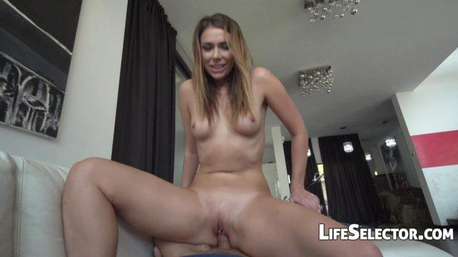 Девушка-модель проходит успешно кастинг в доме дизайнера и глотает сперму после секса #8