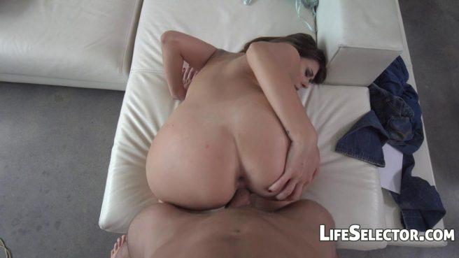Девушка-модель проходит успешно кастинг в доме дизайнера и глотает сперму после секса #9
