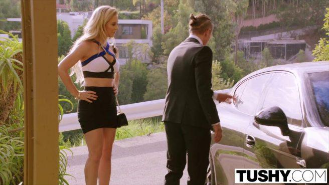 Две блондинки подарили анальный трах втроем личному водителю #1