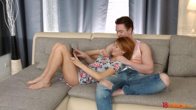 Парень усаживает рыжую любовницу без презерватива пилоткой на хер #1