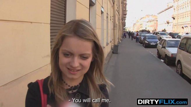 Режиссер в голубой кофте снял приватное видео секса с актрисой #1