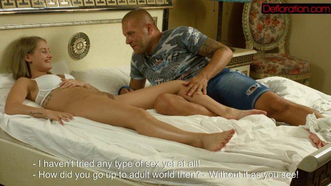 Зрелый мужик натягивает невесту сына в кровати на большую палку #6