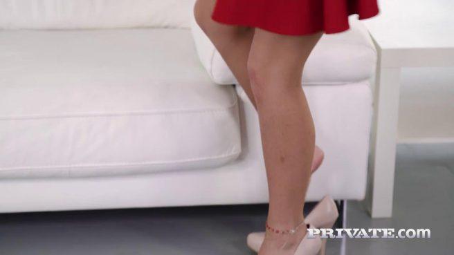 Негр отымел в тугой анал свою подругу в красном платье #2