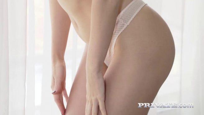 Девушка с косичками решила попробовать межрасовый секс #1