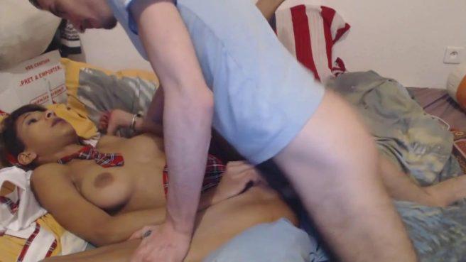 Молодая парочка трахается раком перед веб-камерой #5