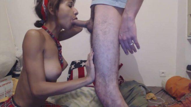 Молодая парочка трахается раком перед веб-камерой #9