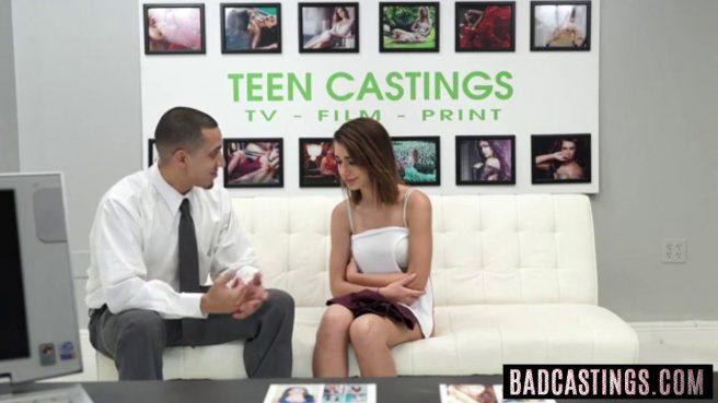 Молодую девку отымели на порно кастинге и угостили спермой #1