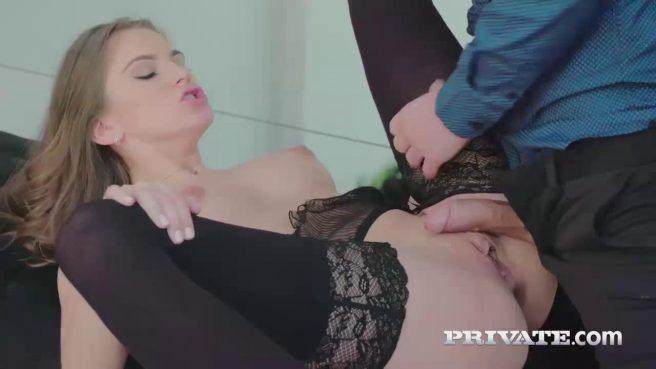 Телка в чулках ради работы готова на жаркий секс с молодым боссом #6