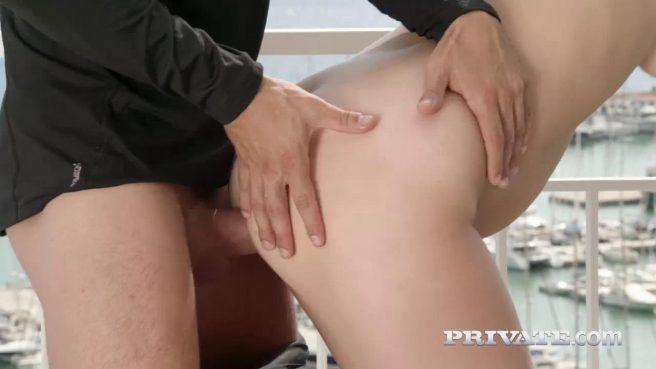Самец предложил телочке жаркий секс вместо утренней пробежки #5