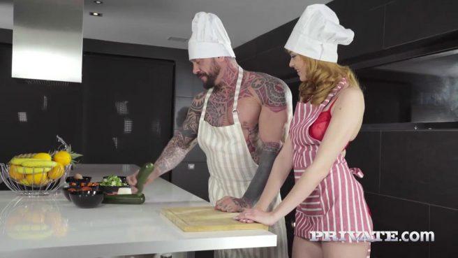 Красотка занялась жарким сексом с шеф-поваром на столе #2