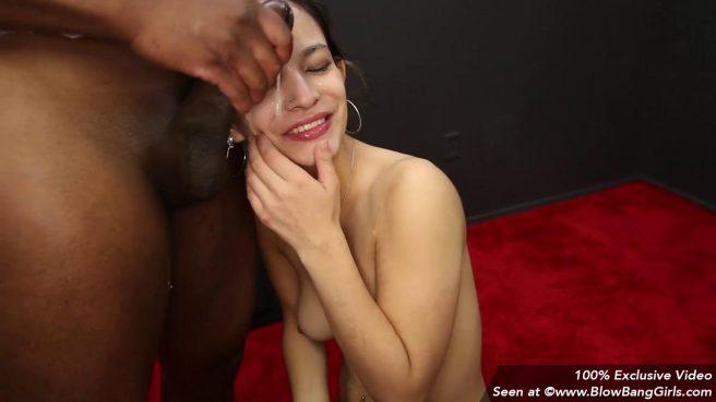 Девушка отсосала сразу два члена на порно кастинге #10