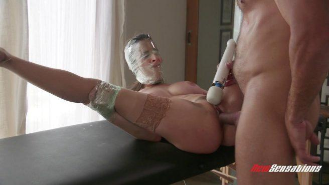 Извращенец устроил жесткие секс-игры со стройной телкой #6
