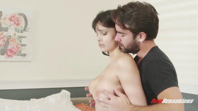 Жаркий утренний секс и оральные ласки с молодой женой #3