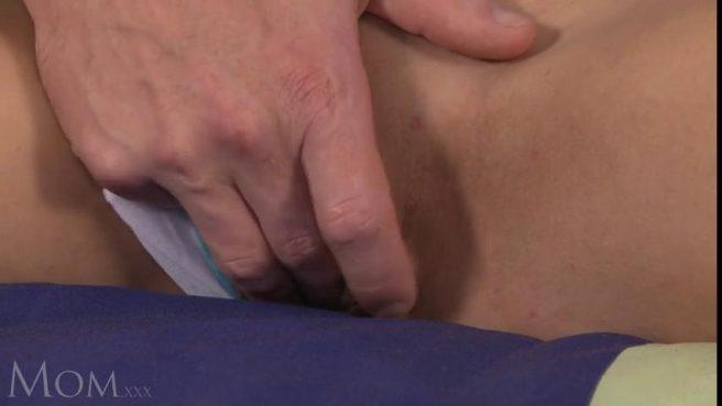 Девушка впустила член в свою бритую пизденку и осталась довольна сексом #2