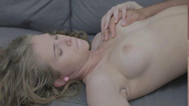 Секс молодой пары в разных позах с оральными ласками на диване #4
