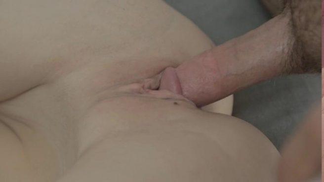 Секс молодой пары в разных позах с оральными ласками на диване #6