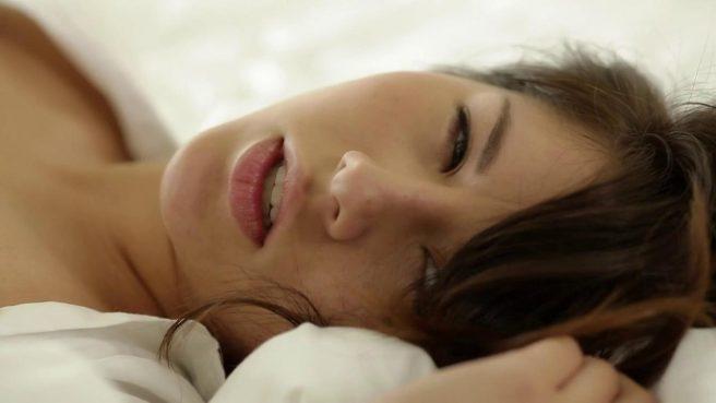 Соло мастурбация киски прозрачным дилдо от молодой красотки с утра #10