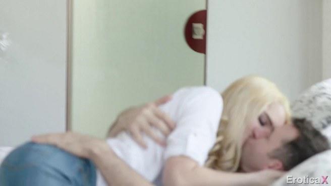 Блондинка села на горячий член мужика и довела его до яркого оргазма #2