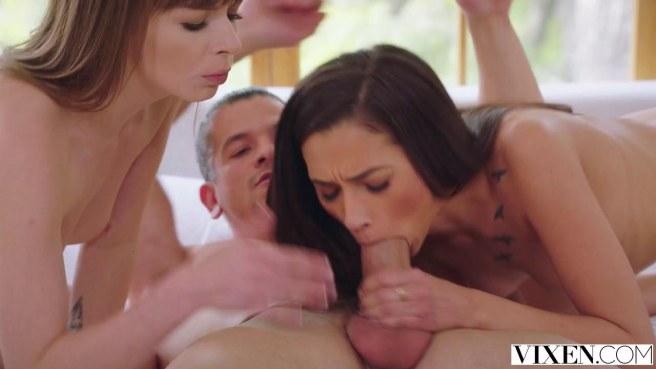 Настоящий мачо смог удовлетворить двух девушек в ЖМЖ сексе #2