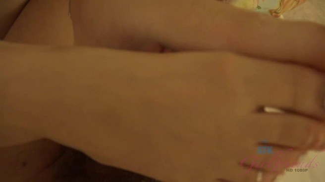 Молодая девка дрочит ногами член парня и подставляет вагину для траха #8